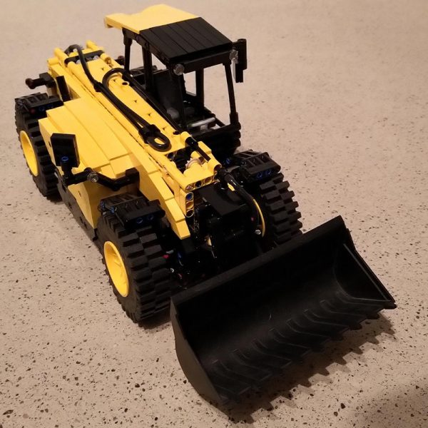 Telehandler Technic MOC-34753 by FT-creations with 1401 pieces