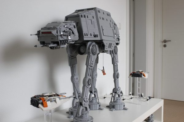 Cavegod UCS AT-AT Star Wars MOC-4042 by cjd_223 WITH 6262 PIECES