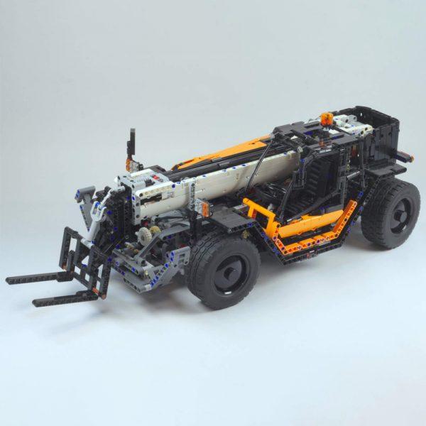 Telehandler Technic MOC-6302 by Lipko with 2250 Pieces
