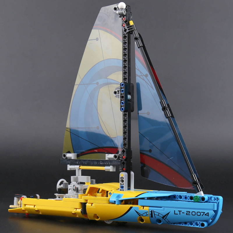 DECOOL 3374 Racing Yacht Compatible with 42074